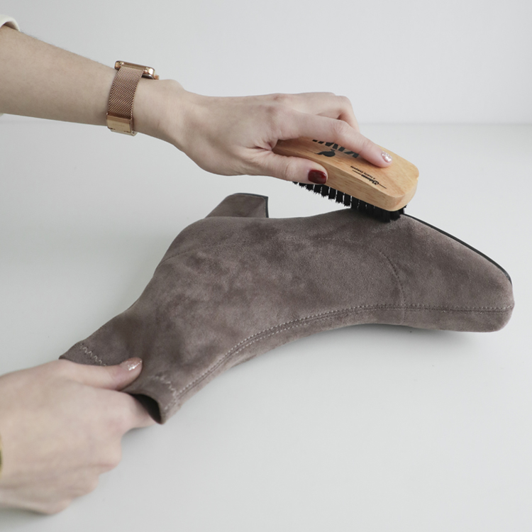D+AF麂皮短靴發霉處理教學 絨面料 麂皮料 豬鬃毛刷