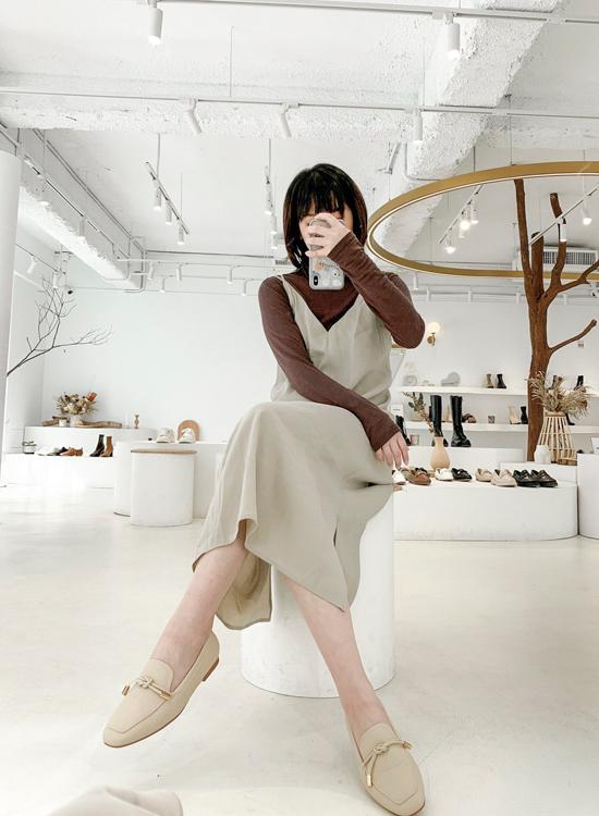 D+AF小金飾綁結柔軟樂福鞋 穿搭 敦南門市店員穿搭示範 高個女孩樂福鞋搭配