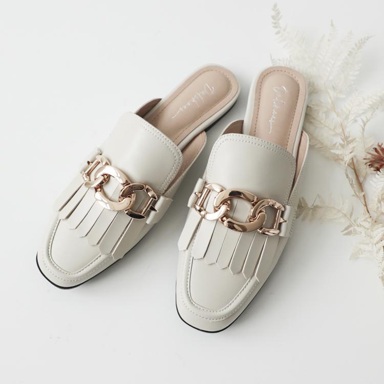 D+AF 2021小白鞋推薦鞋款 時髦專屬金屬釦象牙白穆勒鞋