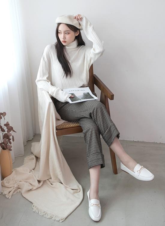 D+AF 2021小白鞋推薦鞋款 學院風範 白色樂福鞋穿搭