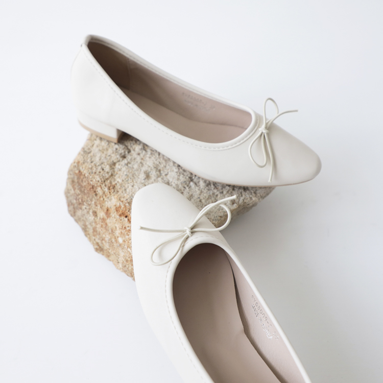 D+AF 2021小白鞋推薦鞋款 小蝴蝶低跟芭蕾娃娃鞋 春日漫步