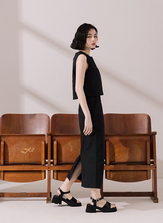 涼鞋穿搭 寬帶涼鞋搭配洋裝 黑色套裝+寬帶厚底涼鞋