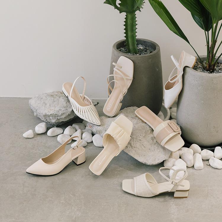 五大時髦鞋款 輕鬆掌握2021春夏流行女鞋趨勢 涼鞋、涼拖鞋、鬆糕鞋、帆布鞋(餅乾鞋)、樂福鞋